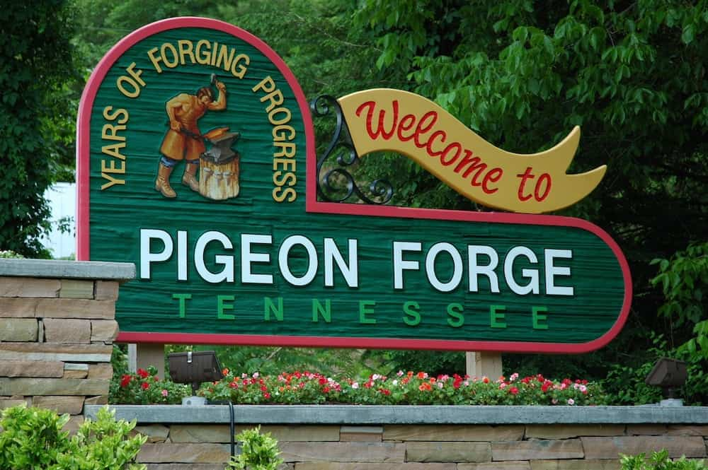 Welcome to Pigeon Forge TN sign