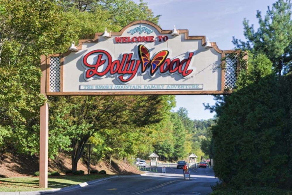 The sign at the entrance to Dollywood.