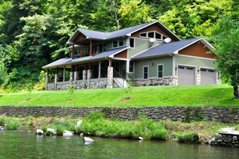 cabin by the river in gatlinburg